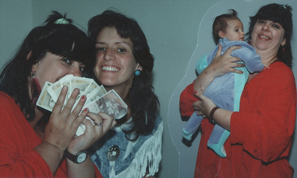 Got money! Liane Carloll and Leslie Carmen, backstage : Baby Lee Carmen with Liane